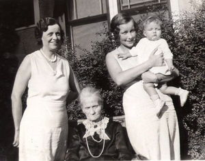 Daughter - A 1931 photograph of four generations of mothers and daughters