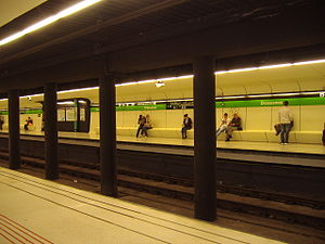 Drassanes Tube Station, Barcelona, 19th April 2009.JPG