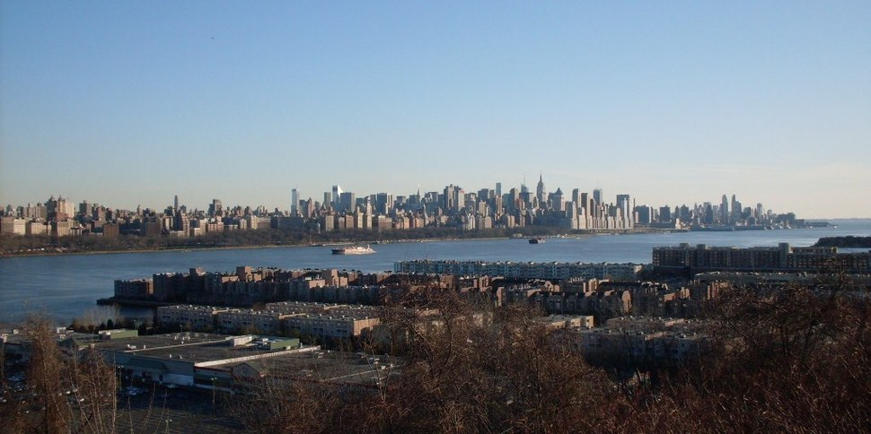 Edgewater, New Jersey in the foreground, overlooking Manhattan, New York City across the Hudson River in the background