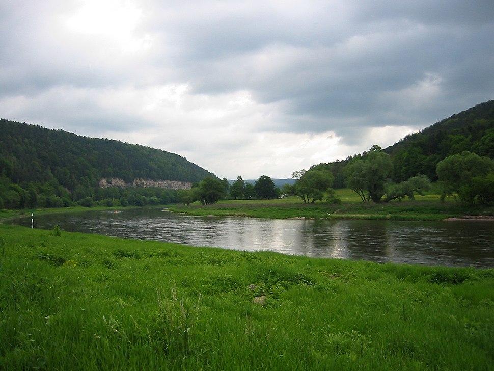 Elbe - flussabwärts kurz nach Ort Königstein