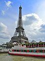 Embarcadère et tour Eiffel.JPG