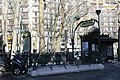 Entrée Métro Mirabeau Paris 1.jpg