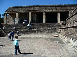 LAS OTRAS PIRAMIDES: fotos a lo largo del mundo 250px-Entrada_Quetzalpapalotl