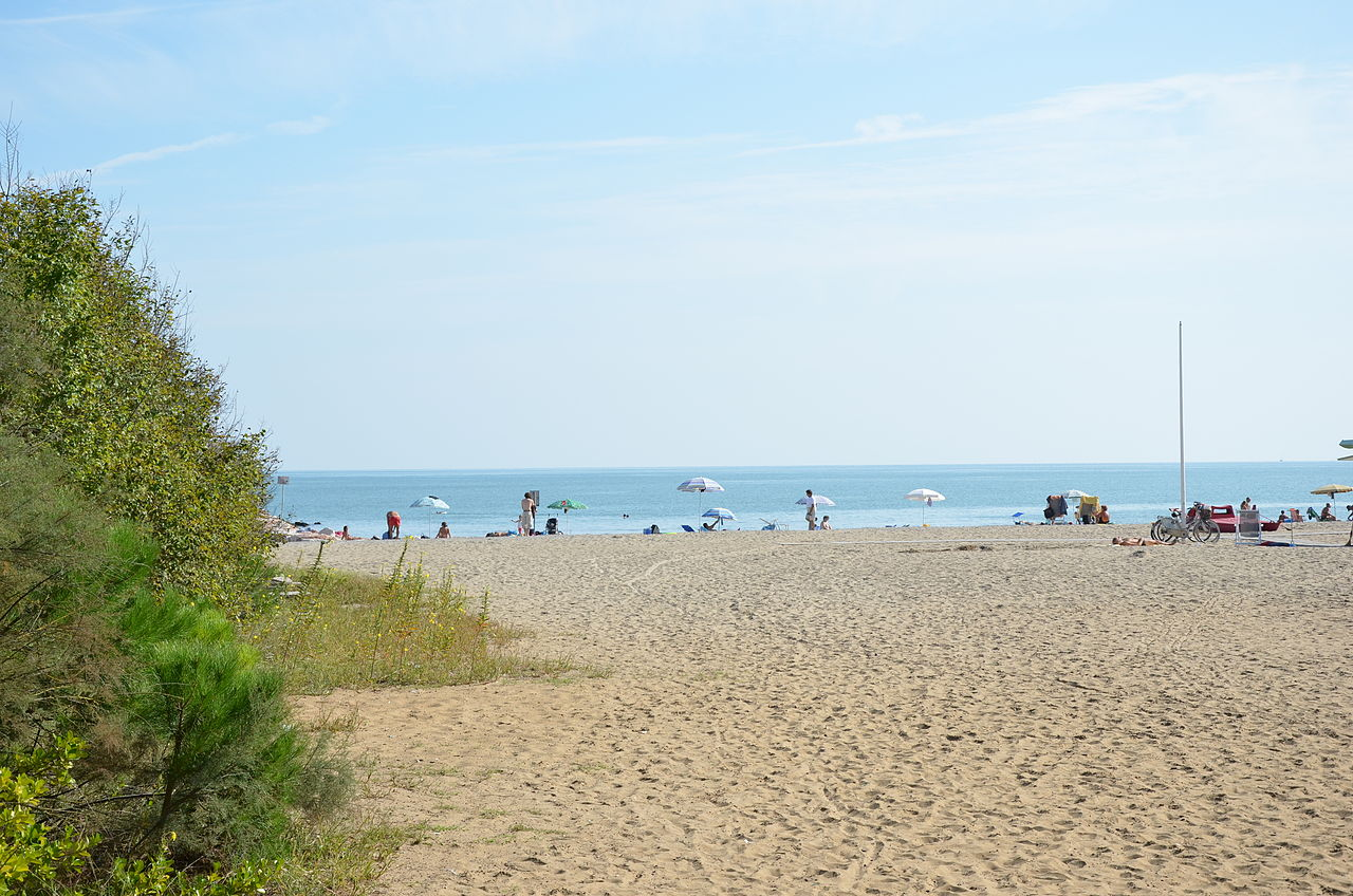 File eraclea mare vista della spiaggia alla fine della - Alla colorazione della spiaggia ...