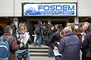 Key signing participants in front of FOSDEM 2008.