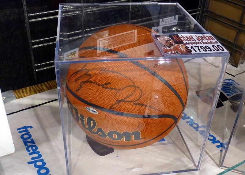 File:Fan Expo 2014 - Michael Jordan signed basketball (15137898935).jpg