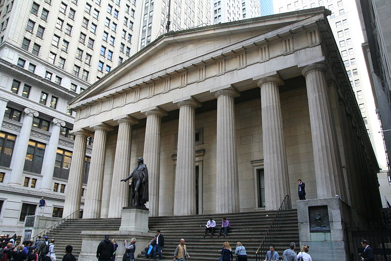 Federal Hall and George Washington statue in New York City.JPG