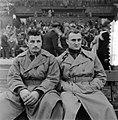 Fifa Elftal, rechts Posipal (Duitsland), links Beara (Joegoslavië), Bestanddeelnr 906-0018.jpg