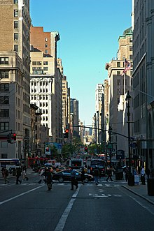 Fifth Avenue, al mattino, vista verso sud dalla 38th Street.