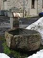 Fontaine de granit à Craponne sur Arzon, Vieux Marchedial.jpg