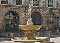 Fontaine de la place Saintes-Scarbes.jpg