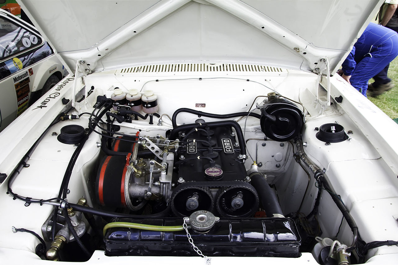 1280px-Ford_BDA_Twin_cam_in_an_Escort_RS