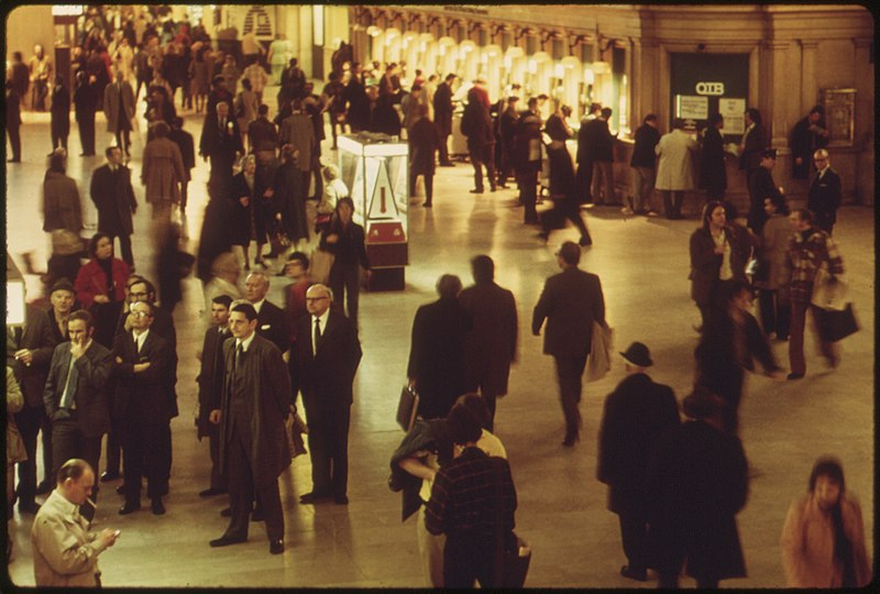 File:GRAND CENTRAL STATION IN NEW YORK CITY. AMTRAK PASSENGERS CATCH TRAINS TO OTHER POINTS IN THE UNITED STATES FROM THIS... - NARA - 556674.jpg