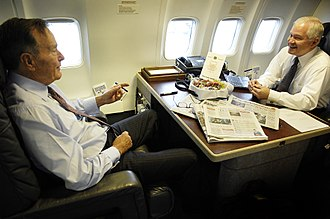 Boeing C-32 - Then Secretary of Defense Robert Gates and former President George H. W. Bush aboard a C-32 in 2007