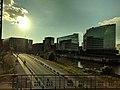 Gebäude der HafenCity vom Zug aus fotografiert.jpg