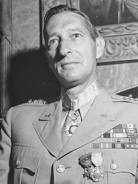 General Mark Wayne Clark, Comandante do 5º Exército Norte Americano