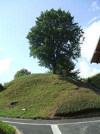 Giat Motte-feodale versant-Est.jpg