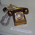 Gold coated telephone batista ITT habana.JPG