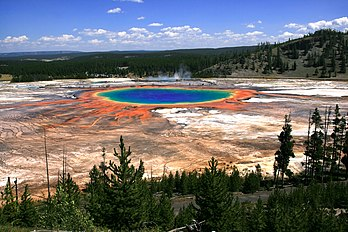 Le Grand Prismatic Spring, dans le parc national de Yellowstone, en 2008. (définition réelle 2 200 × 1 467)