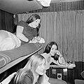HUA-152188-Afbeelding van reizigers in de couchette van een ligrijtuig.jpg