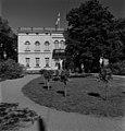 Hakasalmen huvila, Karamzininkatu 2 (=Karamzininranta ). Helsingin kaupunginmuseo - N213206 - hkm.HKMS000005-0000114z.jpg