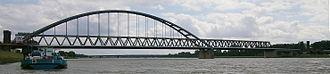 Hamm Railway Bridge - Image: Hammer Brücke Düsseldorf stromaufwärts