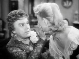 Josephine Hull (links), screenshot van de filmtrailer van Harvey (1950)