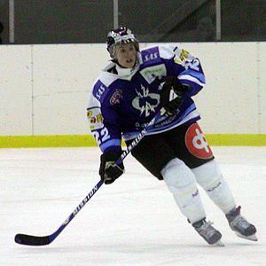 Hayley Wickenheiser - Hayley Wickenheiser playing for Kirkkonummen Salamat in 2003