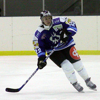 Hayley Wickenheiser - Hayley Wickenheiser playing for Kirkkonummen Salamat in 2003