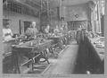 "Heike Kamerlingh Onnes - 32 - Workshop K with student instrument makers (""blue boys"") and instrument maker Curvers, 1900 Physics laboratory (Natuurkundig Laboratorium), Steenschuur, Leiden.png"