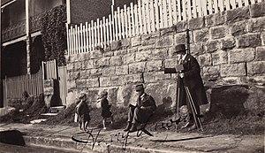 Henry Lawson - Henry Lawson and children (1905), Royal Australian Historical Society/Osborne Collection