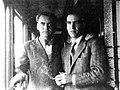 Hermanos Federico y Francisco García Lorca viajando en tren en 1930.jpg