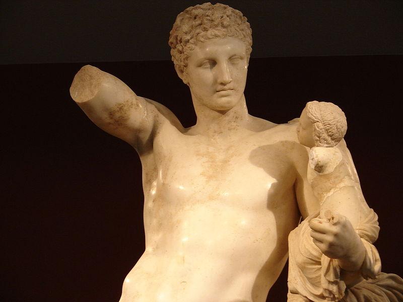 Fichier:Hermes di Prassitele, at Olimpia, particular.jpg