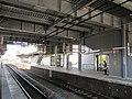 Higashi-Yodogawa Station platform 201905.jpg