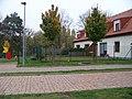 Hloubětín, Kejřův mlýn, před mlýnem.jpg