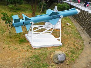 الفرقاطة الفرنسية La Fayette 300px-Hsiung_Feng_II_Anti-Ship_Missile_Display_in_Chengkungling_20111009a