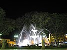 Huánuco Plaza Fountain by Night.jpg