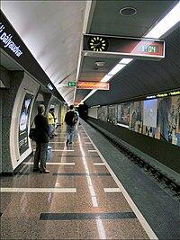 Hungary, Budapest - Déli pályaudvar metro station 1.jpg