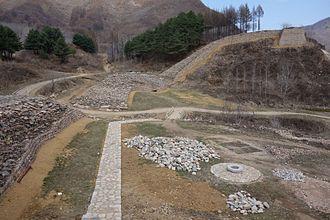 Wandu - Image: Hwando Mountain Fortress Rising Wall