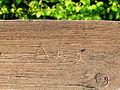 Initialen A und J auf Bank.jpg