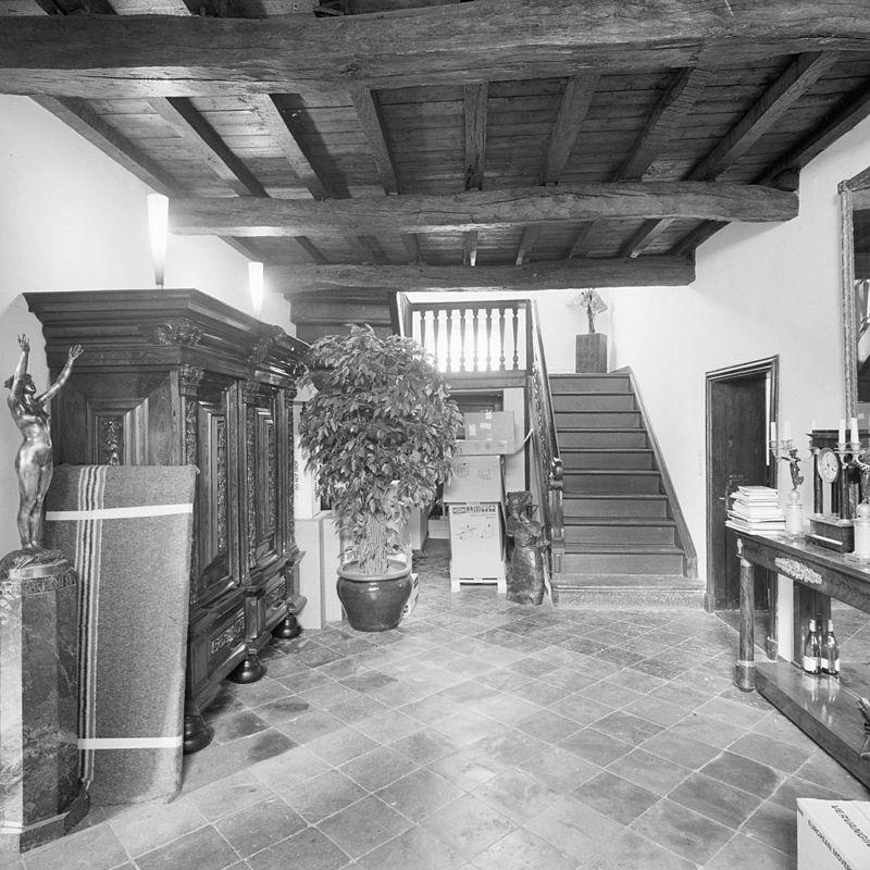 Hoeve van baksteen om gesloten binnenplaats thans for Interieur steen