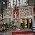 Interieur, noorder transept, wandschilderingen en biechtstoel (links) en kast voor kazuifels (rechts) - Oud Gastel - 20341519 - RCE.jpg