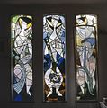 Interieur woonhuis kunstenaar, aanzicht gebrandschilderde glas-in-loodramen van Pieter van Velzen - Nieuw-Loosdrecht - 20367347 - RCE.jpg