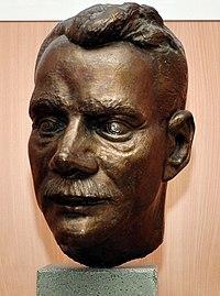 Ján Papánek - busta.jpg