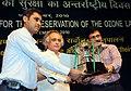 Jairam Ramesh presenting the Rajiv Gandhi Environment Award for Clean Technology to Shri Rajendra Nandi, Station Head (DTPS), at the 'International Ozone Day' celebrations, in New Delhi on September 16, 2010.jpg