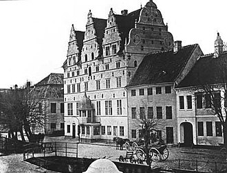 Jens Bang's House - An 1890 street view of front facade and neighboring buildings.