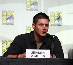 Jensen Ackles 2008 Comic-Con 03 Cropped.jpg