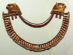 Jewellry from the Wady Gabbanat el-Qurud tomb of Thutmose III's 3 foreign wives.jpg