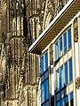 Kölner Dom Blaugold Haus.jpg