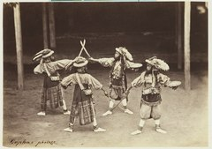 KITLV 3912 - Kassian Céphas - Young dancers of the patih Yogyakarta perform a dance called Beksan Oemarmaja I with Barat Katiga and Umar Maja - Around 1885.tif